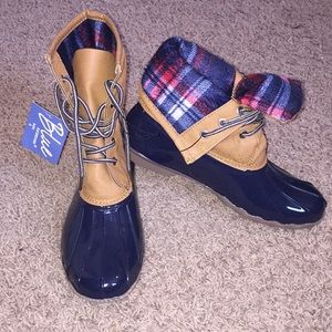 Shoes - Blue Size 9 duck boots rain boots